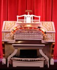 rsz_organ_console-00_-_san_gabriel_mission_playhouse[1]